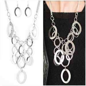 THE SILVER SPELL SILVER NECKLACE/EARRING SET